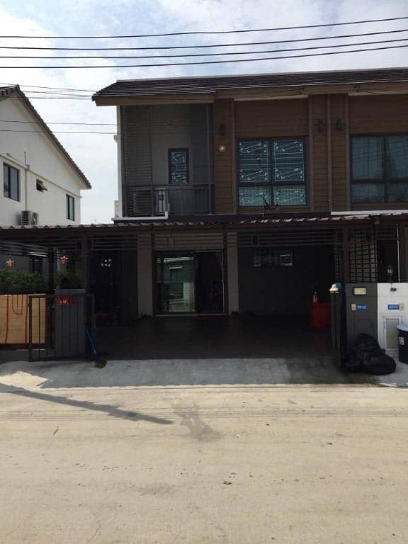 Townhouse for rent, Pruksa 86, phase 3, 3 bedrooms, 2 bathrooms, 3 air conditioners, fully furnished, near Sri Waree Noi market, Soi Lat Krabang 54, near Suvarnabhumi Airport + Airport
