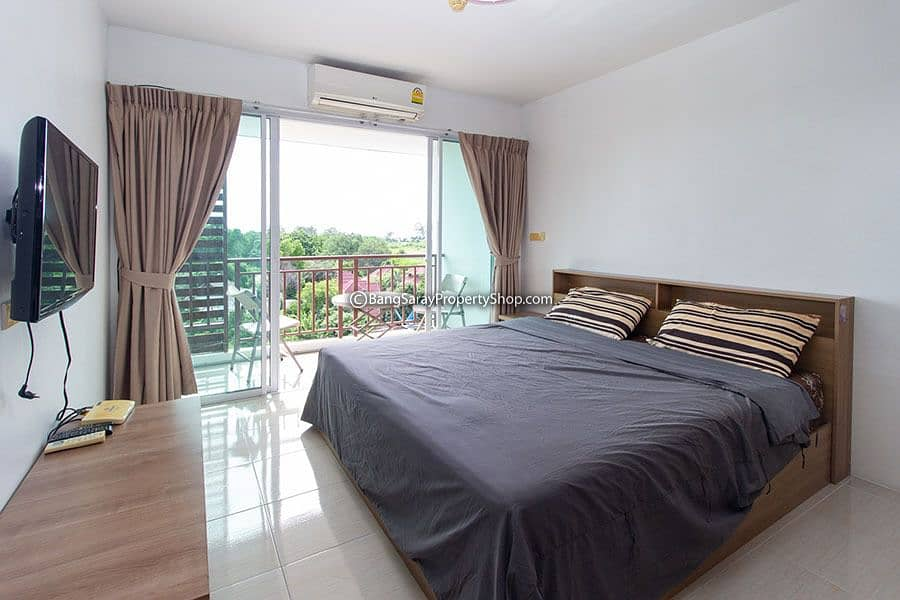 Condo for rent in Bang Saray with furniture and electrical appliances.