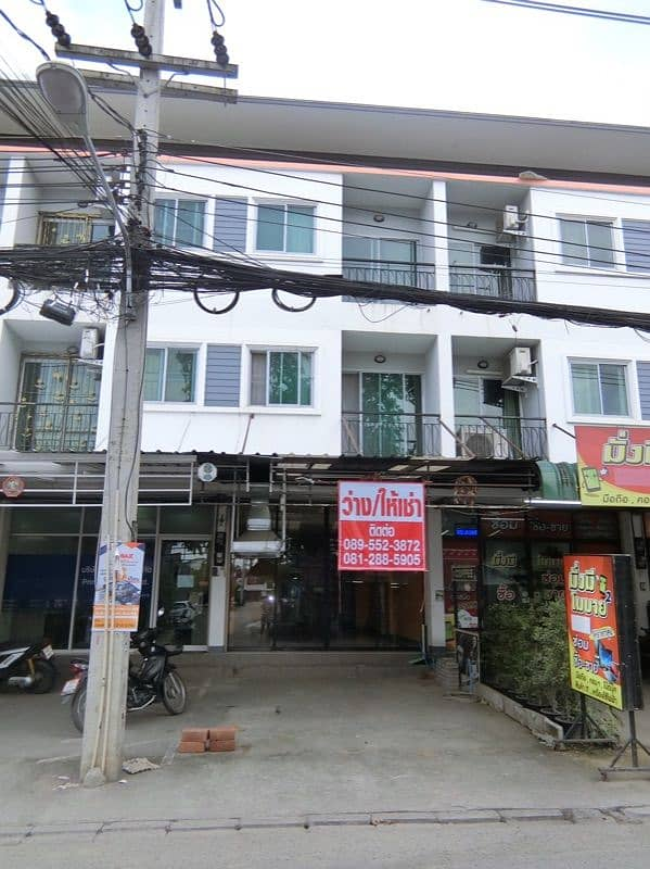 In Chom Chan community near Robinson, Central Airport with tenants, 14'000 per booth