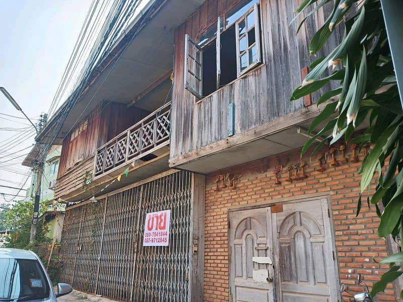 Land for sale with a house in Chiang Khan, Walking street, Soi 11.