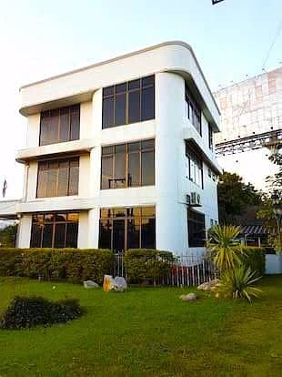 (Chiang Mai) Office building for rent, Stand Alone Building, next to Super Road Near the Bangkok Hospital Very prominent, seen from two roads