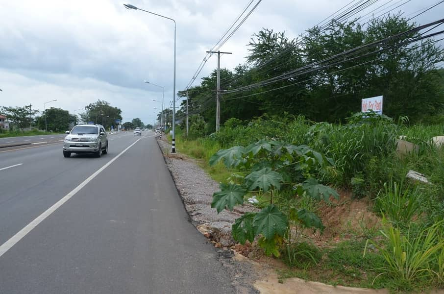 Land for rent in a very good location in Hua Hin. On Petchkasem Road Shore to Hua Hin (Opposite Khao Tao Resort Hua Hin)