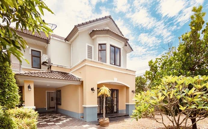 2-storey detached house, Rock Garden 5, near the shopping area, the corner house is spacious, peaceful, suitable for living.