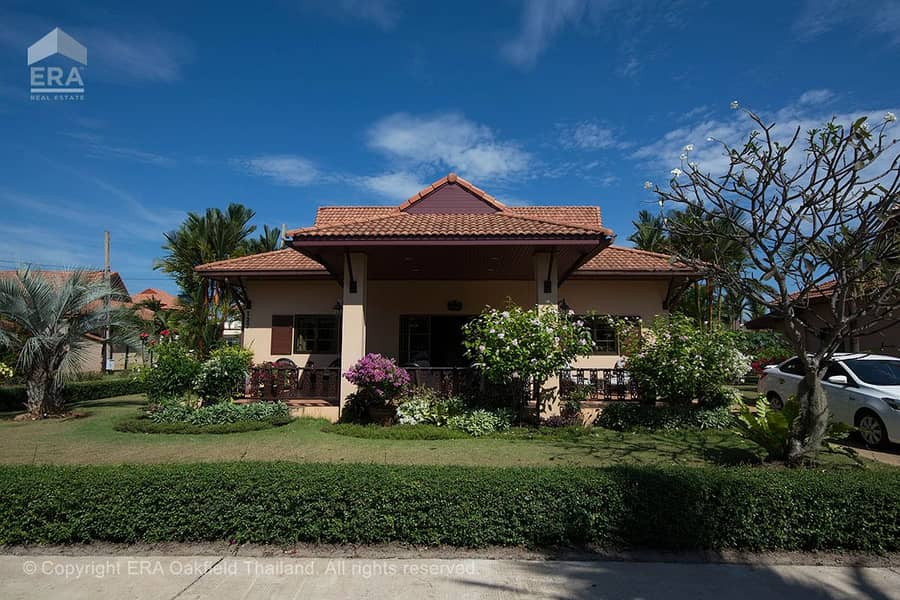 Beautiful house decorated in warm style in the project near the beach 93645 ** Leasehold only **
