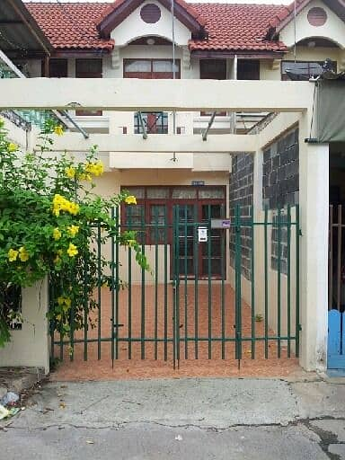 Townhouse for rent. Pratunam Market, Phra In Near Thammasat Rangsit Rent only 4,000 baht per month. Water, electricity, common fee separately.