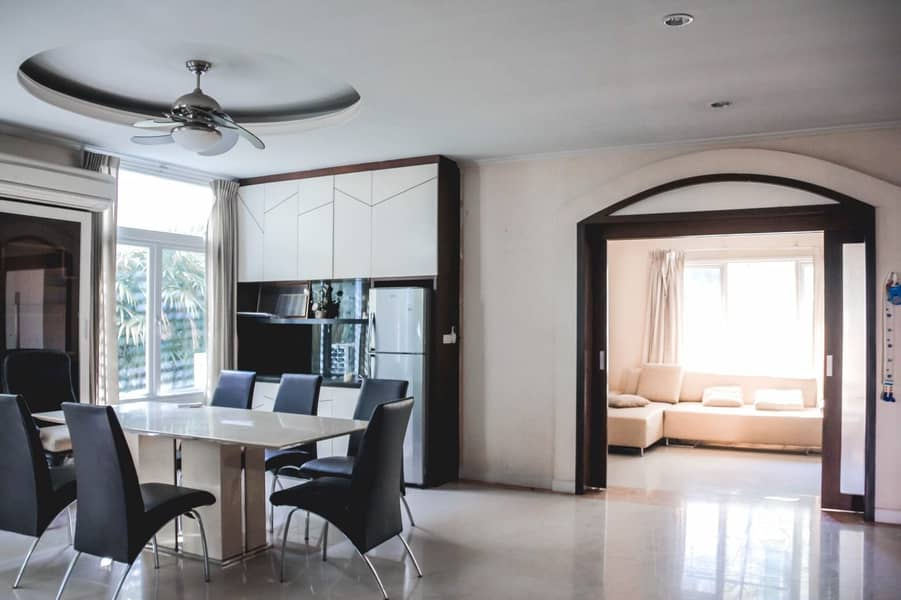 House for sale at Passorn 11 Village, there are two houses, along the canal, Prachachuen Road, near the graduate business area, 119 square wa and 104 square wa, urgent sale, 15 million baht, negotiable.