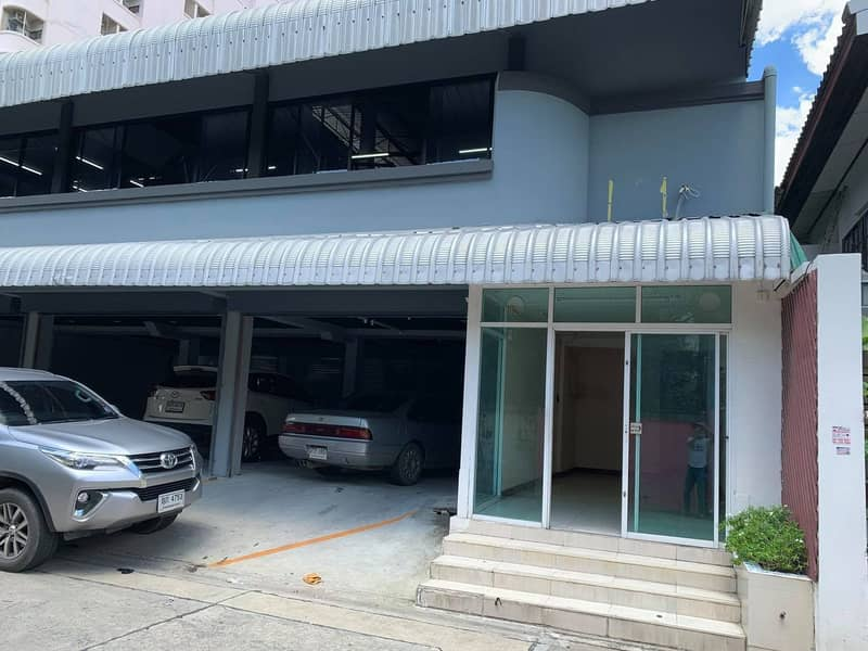 Rent a restaurant or drink space, good location, with offices and Jasmine building near Chaengwattana