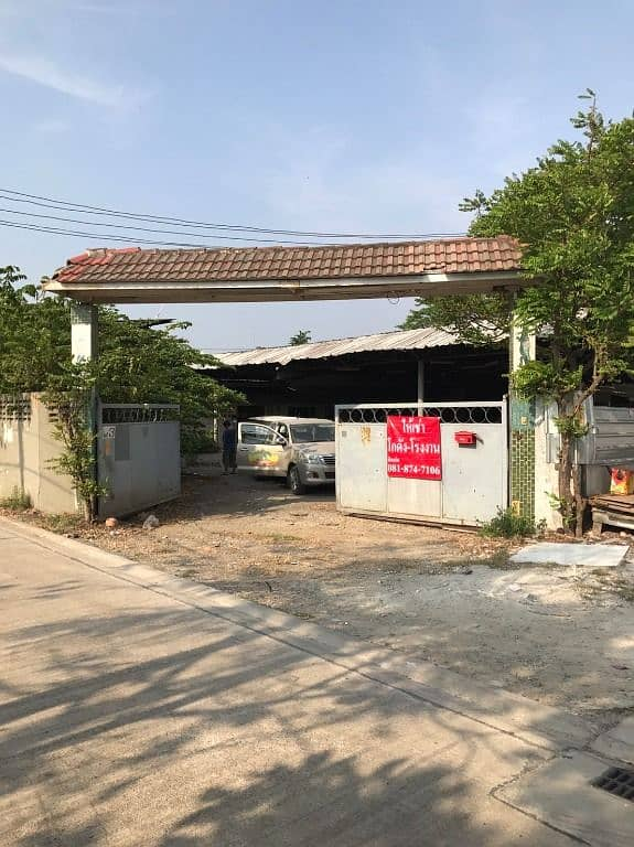 Factory for rent, warehouse for rent, located on Petchkasem Road 81, Soi Machareon 1, Intersection 4, Nong Khaem, Bangkok, area 1 rai, usable area 800 sqm.