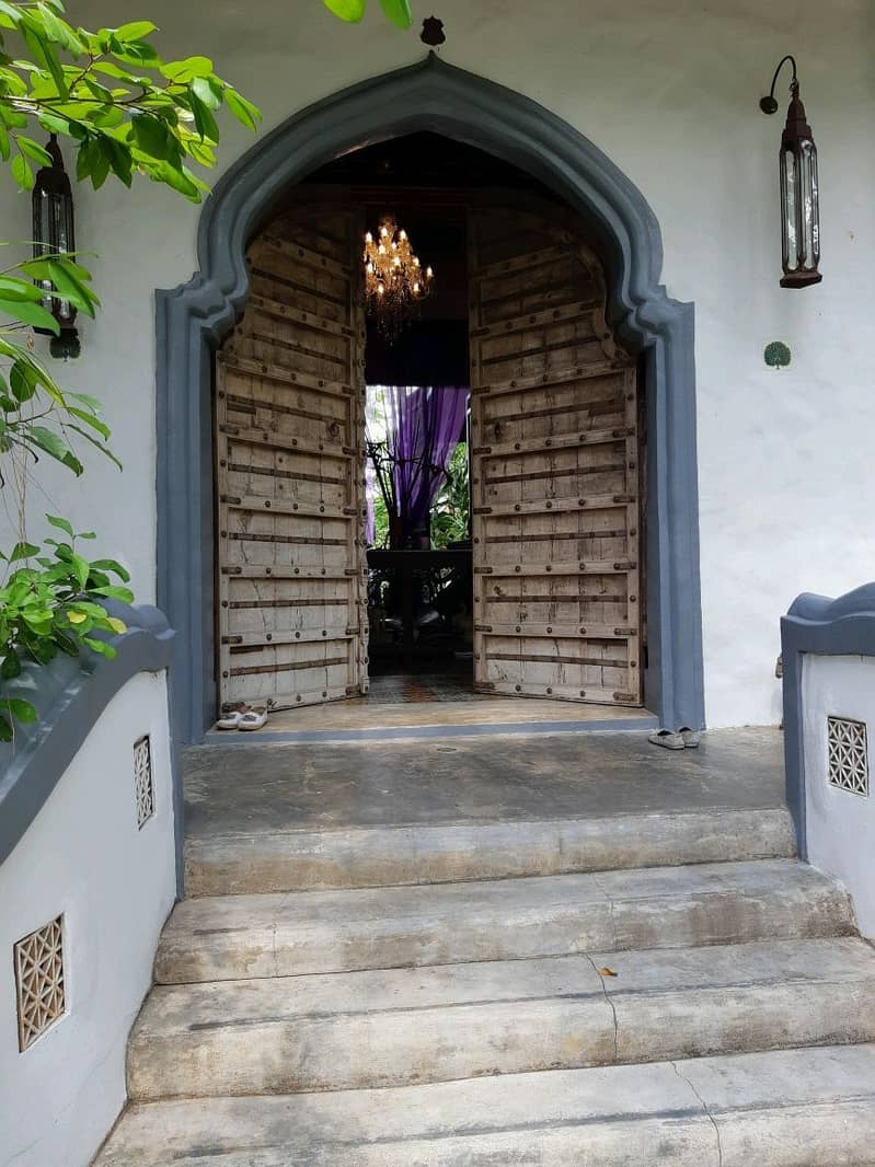 Selling a luxury home mixed with Thai, Chinese, Indian styles, used in the magazine of home and garden.
