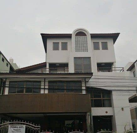 Office building for rent, 4 floors, area 84 sq m, Siwara, Town in Town Near along the express Kaset Nawamin Prime location, business district, rental fee 120,000 baht