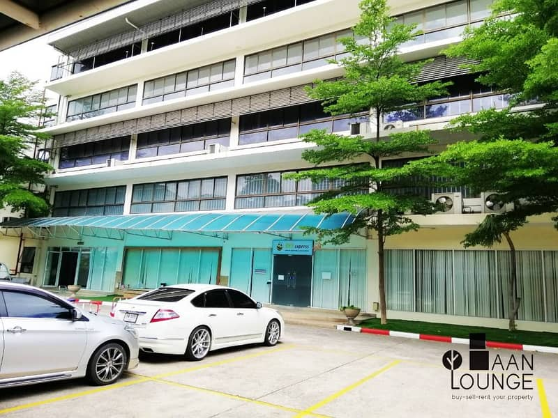 Office for rent, office building, office space for rent, warehouse, Rama 3 Sathorn Charoenrat Soi 7, near Sathupradit Expressway.