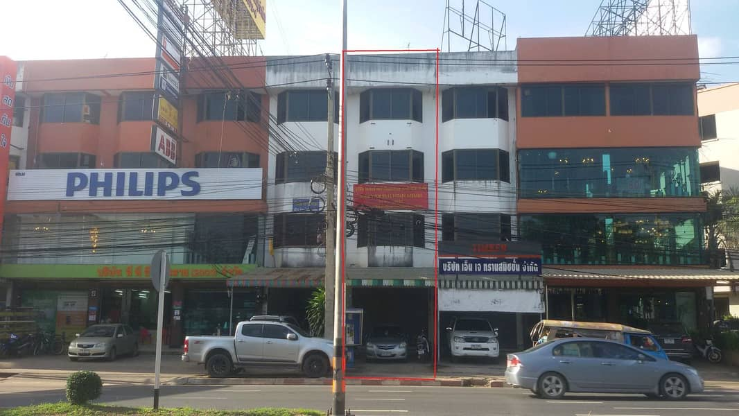Selling a commercial building, 1 room, near Central, 300 meters (really interested, call to talk)