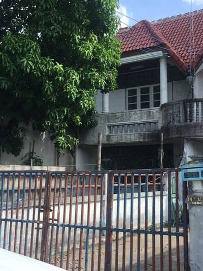 2 Bedroom Townhouse for Sale in Mueang Buri Ram, Buriram - Two-story townhouse, good location