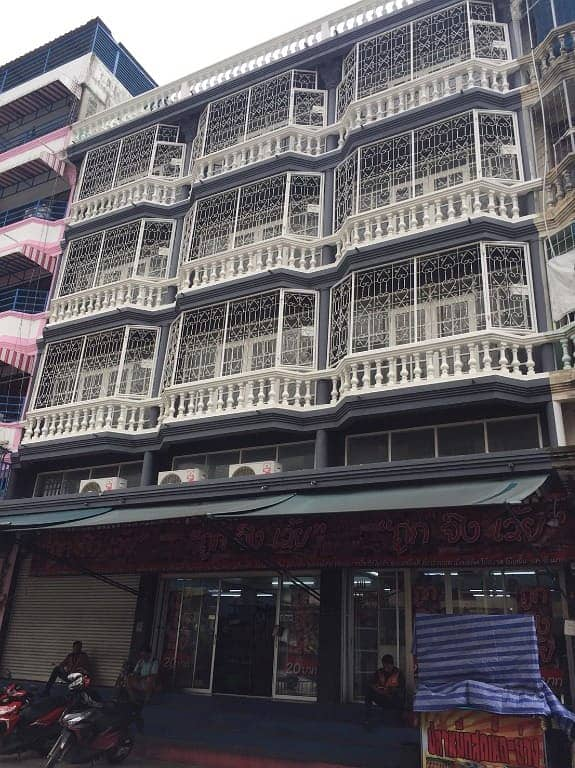 Sell 3 shophouses next to Soi Ted Thai 33 or Ratchada Soi 7.1 Chom Thong (next to BTS)