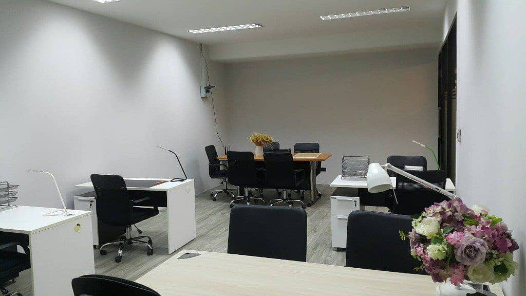 Office for rent 25 - 700 square meters for rent, special price 250 - 350 baht per square meter.