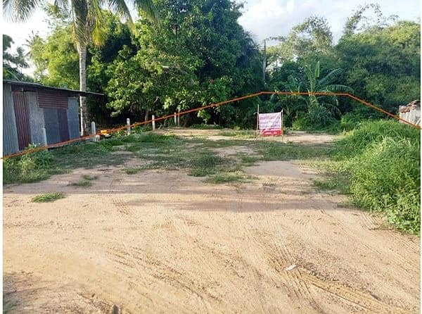 Beautiful land for sale. There is a lot of area, size 142 square wah, located in Wang Nam Khiao District, Nakhon Ratchasima Province, it is the owner title deed for sale.