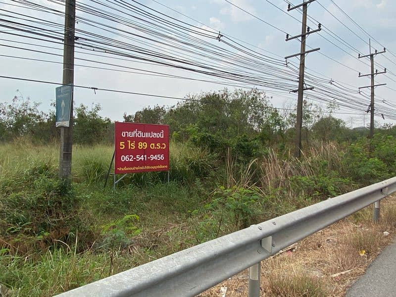 Land for sale on the main road Suwitawong, Chachoengsao Province, in a good location, very suitable for investment. On the main main road Behind the road in the alley