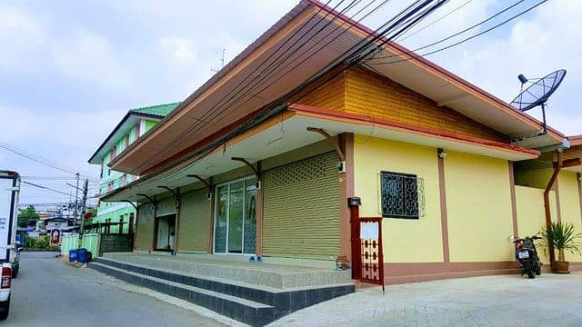 One-story commercial building for rent, residence and commercial operation Can store products