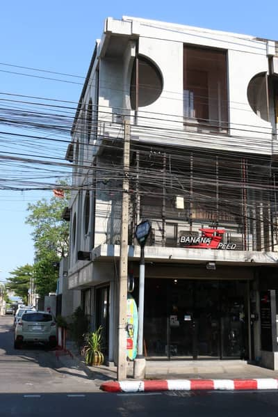 2 Bedroom Commercial Building for Sale in Wang Thonglang, Bangkok - Commercial building for sale in Chokchai 4 with parking