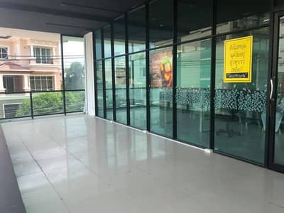 Commercial Space for Rent in Yan Nawa, Bangkok - Renting space for opening a shop Good location in Rama 3, surrounded by offices and villages.