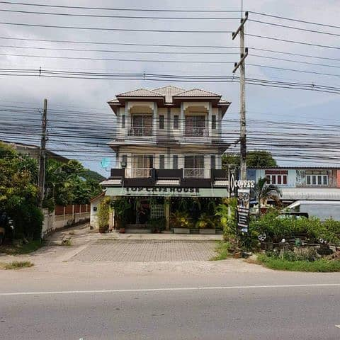 3-storey commercial building for sale 2 booths on the ground floor are coffee shops and food in Sattahip.