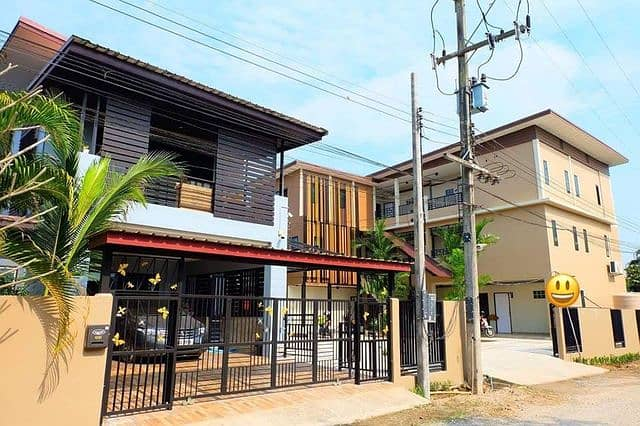 Want to sell a new apartment, full tenants with a new house, located near Mae Jo University on an area of 159 sq m with monthly income of over 50,000