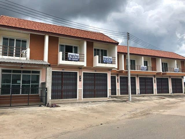 2 storey commercial building for sale behind the van queue