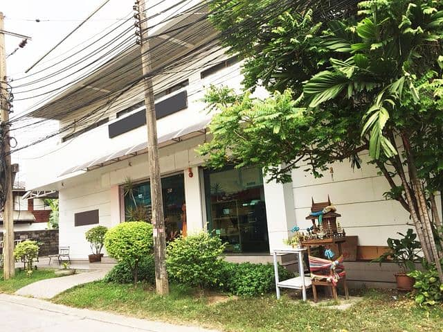 Urgent sale, office building with land 150 square meters, very beautiful location, Soi Sukonthasawat 14, Ladprao