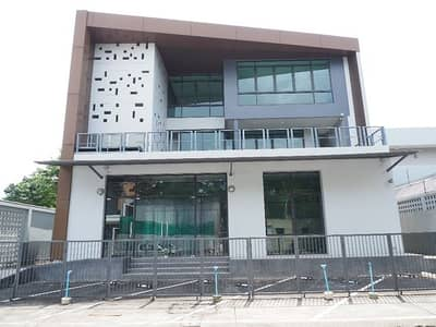 Office for rent, 3 floors, located at Soi Srinakarin 55, Soi into Suan Luang Rama 9, behind Paradise Park.