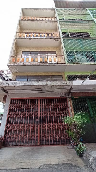 Commercial Building for Sale in Dusit, Bangkok - 4 and a half storey commercial building, corner room, in the heart of Bangkok, Dusit District, convenient transportation, surrounded by educational institutions, fresh markets, banks, temples, parks, rivers, canals, shopping centers, entertainment venues.