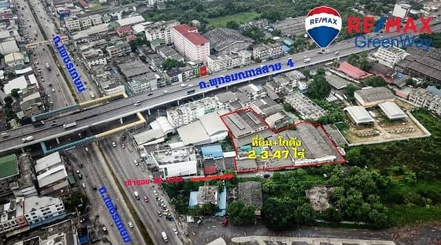 Land for sale with warehouse, 50 meters from Petchkasem Road.