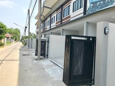 2 Bedroom Townhouse for Sale in Mueang Chiang Mai, Chiangmai - New townhome near Don Chan intersection.