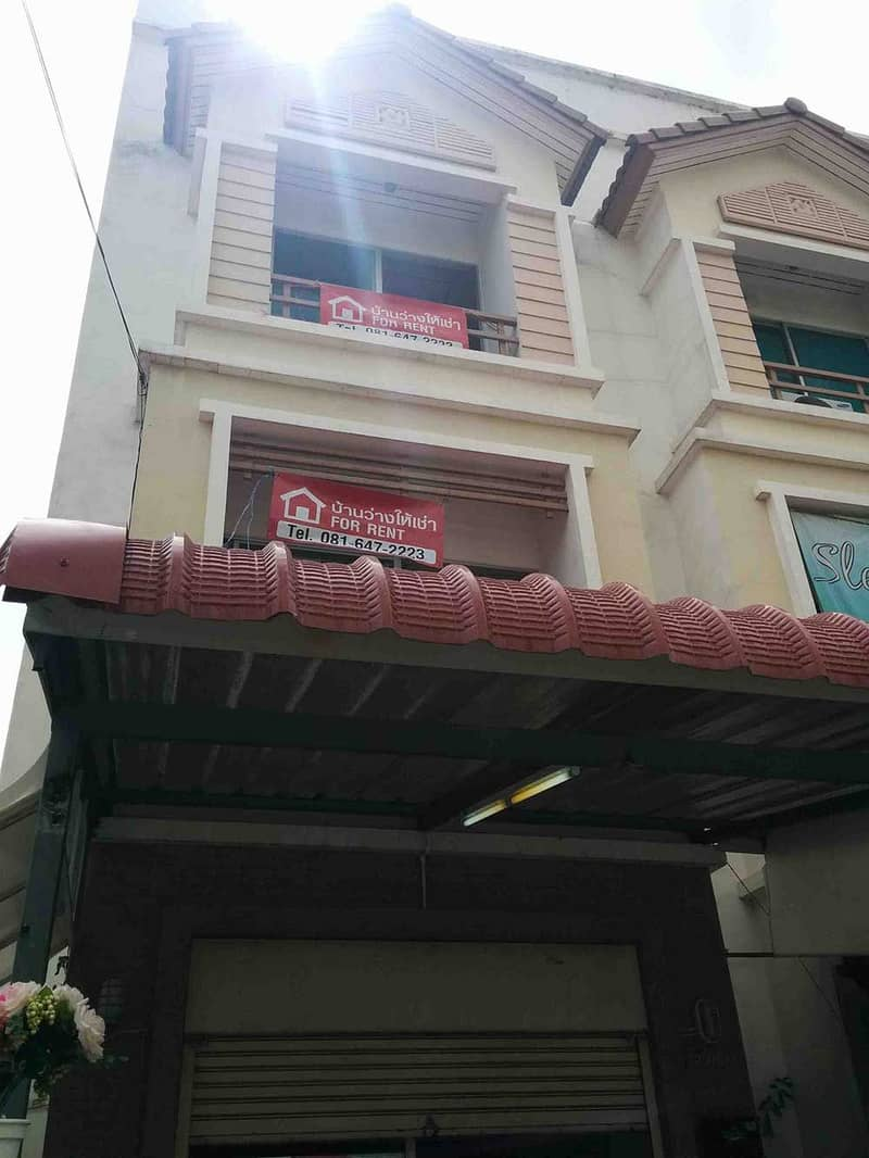 3-storey commercial building for rent, 10 minutes from Central Chaengwattana.