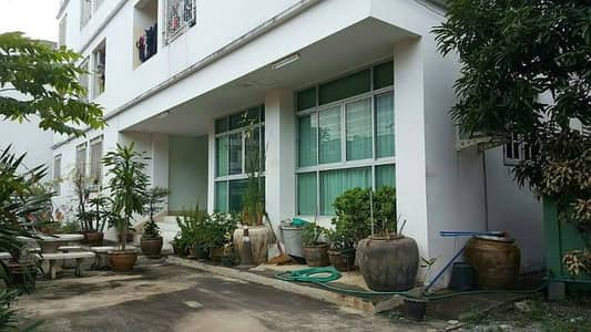31 Bedroom Apartment for Sale in Phasi Charoen, Bangkok - Apartment for sale with a house, 264 sq m. Petchkasem 54, just 150 meters from Phasicharoen-Seacon Bang Khae BTS Station, Phasi Charoen, Bangkok