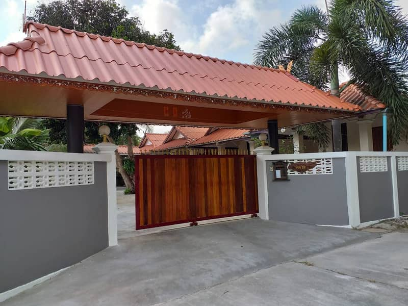 House for rent in Rayong area, quiet, leaked around, has security cameras, close to Sri Rayong Hospital and Chent Run, Big Chee Rayong