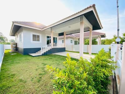 2 Bedroom Townhouse for Sale in Mueang Uthai Thani, Uthaithani - Single house, 2 bedrooms, 1 bathroom, 1 large hall, parking, fully furnished, fully furnished.