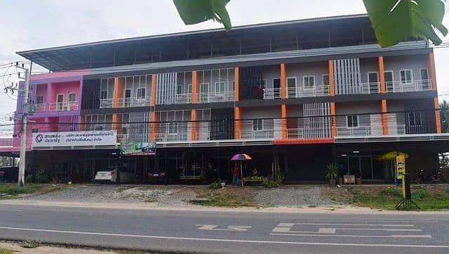 Sell and rent commercial buildings, Nathong, Uthai Thani province.