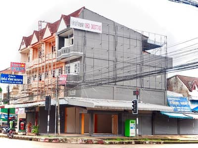 3 Bedroom Townhouse for Rent in Mueang Nakhon Phanom, Nakhonphanom - (The building is attached to a temporary reservation. ) Rent an advertisement billboard at the corner of the red light intersection. Nakhon Phanom City Center Indented by the provincial court, popularizing people walking