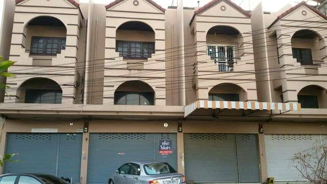 3-storey building for rent in Nong Phai area, Det Udom Road, Tak Lad Nong Phai Lom Mo Ya Plaza