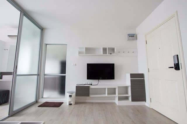 For rent D Condo next to Central Festival Chiang Mai 16,000 can move in.