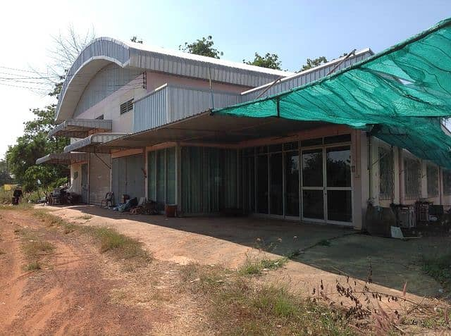 For sale, factory, office with housing, 5 bedrooms, 6 bathrooms, kitchen with air conditioner, built in 1 rai on 2 rai of land, Tha Khon Yang, Kantharawichai, Maha Sarakham