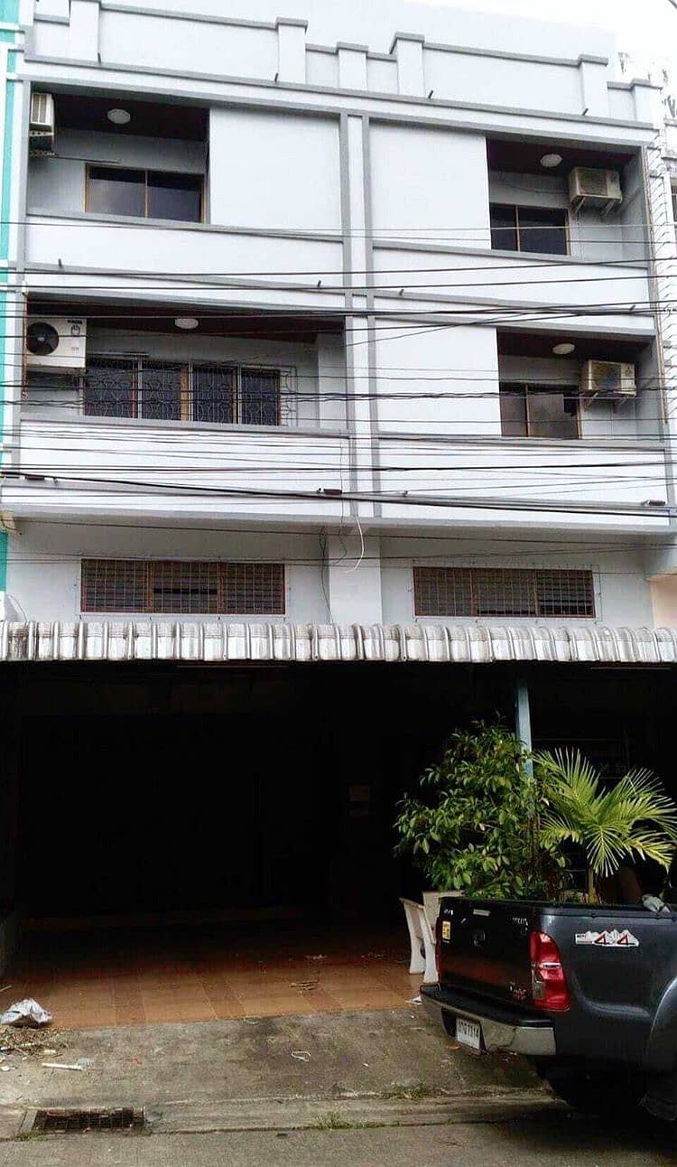 Quick commercial building 2 booths At Phuket town near Central Phuket, in the heart of the city, 4 floors, 10 bedrooms