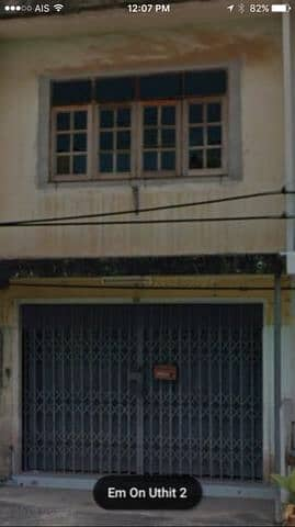 Commercial building for sale Paetrew with a title deed.