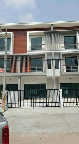 TOWN HOME 3 floors, ready to move around Hua Hin Rd. , Nong Plub, great location, convenient to travel.