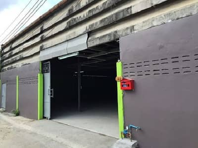 For Rent Warehouse for rent, Soi Petchkasem 69, good location, not deep in the alley, area 200 square meters, rent 15000 baht per month