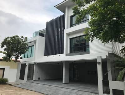 Hotel for Rent in Bang Kapi, Bangkok - For Rent 3-storey house for rent, Independent Village, Rama 9, built-in swimming pool, Fully Furnished Itsara Rama 9 Village For Rent with Private Swimming