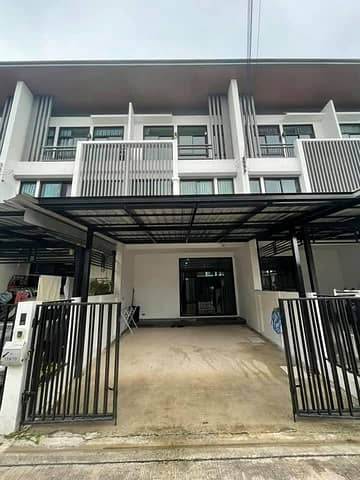 3 Bedroom Townhouse for Rent in Chatuchak, Bangkok - 3-storey townhome for rent, Ladprao 41, COZY Ladprao 41 project, suitable for living or making a home office. The road in front of the house is 12 meters wide, can be cut in many ways, Ratchada, Kasetanawamin, Wang Hin, along the expressway.