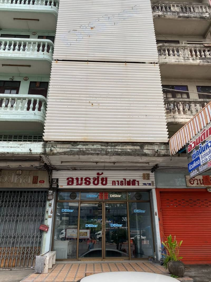 For rent, commercial building, 1 booth, next to Rama 2 road. Amonchai Village 4