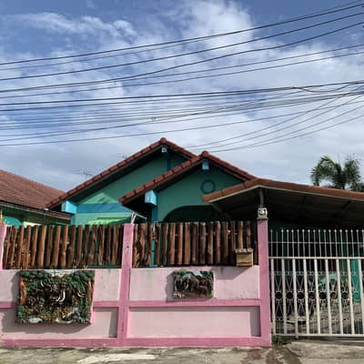 4 Bedroom Home for Sale in Mueang Ang Thong, Angthong - 🏡 Sell 1 storey detached house, Piam Suk Village, 2, area 1 ngan, 24 square wah 💸 price 19xxxxx 🔥 🛏 4 bedrooms 🛁 4 Nong Nam 🛋 1 hall 🥦 1 kitchen in and outside kitchen area. In the leak, can park 4-5 cars. The house at the edge of the house, next to the c