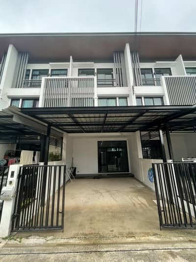 3 Bedroom Townhouse for Rent in Chatuchak, Bangkok - 3-storey townhome for rent, Cozy Ladprao 41.